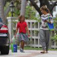 Exclusif - Halle Berry et sa fille Nahla se promenant à Los Angeles, le 19 septembre 2016.