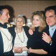 """Emmanuelle Béart après la générale de la pièce """"Double inconstance"""" au théâtre de l'atelier en 1988, avec sa mère Geneviève Galea, sa grand-mère Nelly et son père Guy Béart et Daniel Auteuil le 9 février 1988"""