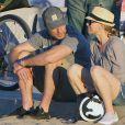 Exclusif - Naomi Watts en famille à la plage avec son mari Liev Schreiber et leurs enfants Alexander et Samuel à Santa Monica le 24 janvier 2015