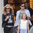 Kate Moss, son mari Jamie Hince et sa fille Lila Grace Moss sont allés déjeuner au restaurant Cecconi sur Mayfair et sont ensuite allés faire du shopping chez Gucci sur Bond Street à Londres, le 29 juillet 2014.