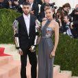 """Gigi Hadid et son petit ami Zayn Malik à la Soirée Costume Institute Benefit Gala 2016 (Met Ball) sur le thème de """"Manus x Machina"""" au Metropolitan Museum of Art à New York, le 2 mai 2016."""