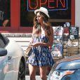 Exclusif - Nicole Scherzinger est allée acheter de la nourriture à emporter avec une amie à West Hollywood, le 18 septembre 2016