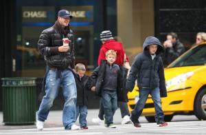 REPORTAGE PHOTOS : David Beckham emmène ses trois garçons... à la boutique de lingerie la plus sexy de New York !