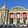 """2 000 personnes se sont rassemblées pour un cours de yoga géant au Grand Palais à Paris le 9 octobre 2016. Cette opération, """"Les yogis du coeur"""" s'est déroulée au profit de l'association Mécénat Chirurgie Cardiaque. © Giancarlo Gorassini / Bestimage"""