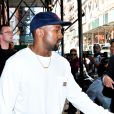 Kanye West sort de son appartement à New York le 7 octobre 2016