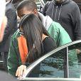 Kim Kardashian arrive à son appartement à New York le 3 octobre 2016. Elle est de retour de Paris où elle a été agressée et détroussée de 10 millions de dollars. Elle a quitté Paris en jet privé le 3 octobre 2016 accompagnée de sa mère Kris Jenner. Son mari Kanye West est venu la chercher à l'aéroport Teterboro.