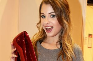 Enjoyphoenix ic ne de youtube acclam e au salon video for Salon youtubeuse