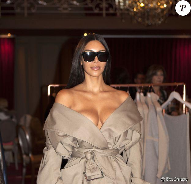 Kim Kardashian au défilé de mode Siran, collection prêt-à-porter Automne-Hiver 2016 lors de la Fashion Week de Paris le 2 octobre 2016 © Siran via Bestimage