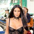 Kim Kardashian se rend dans une boutique Armani pendant la fashion week &x2021; Paris le 29 septembre 2016. © Agence / Bestimage