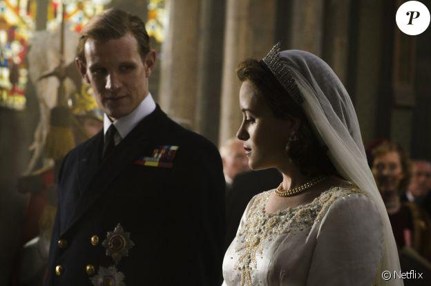 Claire Foy et Matt Smith incarnent Elisabeth II et le prince Philip dans The Crown, série originale Netflix dévoilée en novembre 2016.