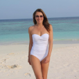 Elizabeth Hurley splendide en maillot de bain sur sa page Instagram pour assurer la promotion de sa ligne de vêtements de plage. Photo publiée au mois d'octobre 2016