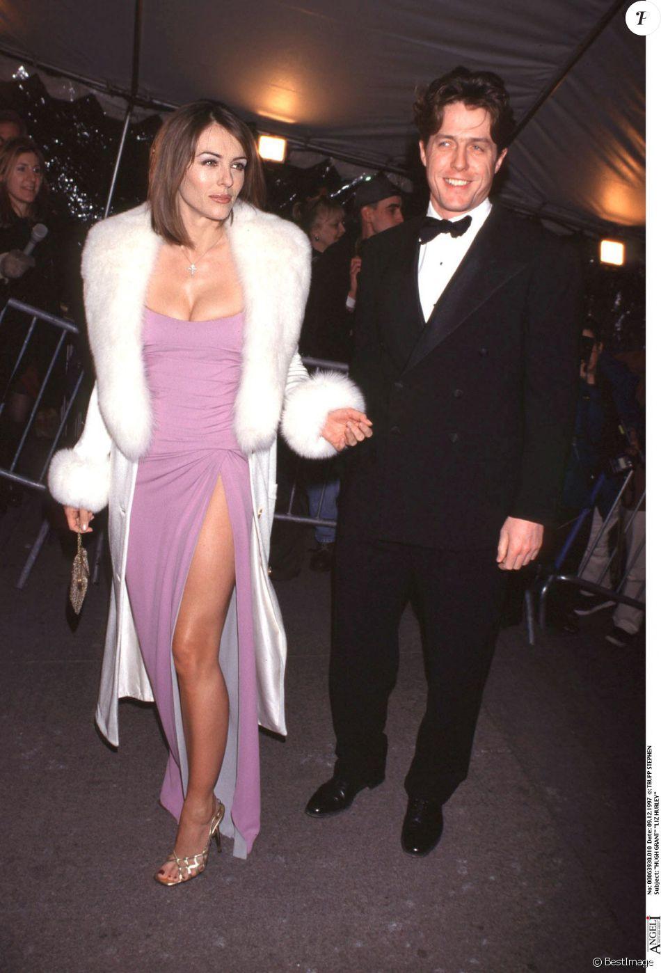 Liz hurley versace dress - Liz Hurley Et Hugh Grant Soir E Versace New York En 1997