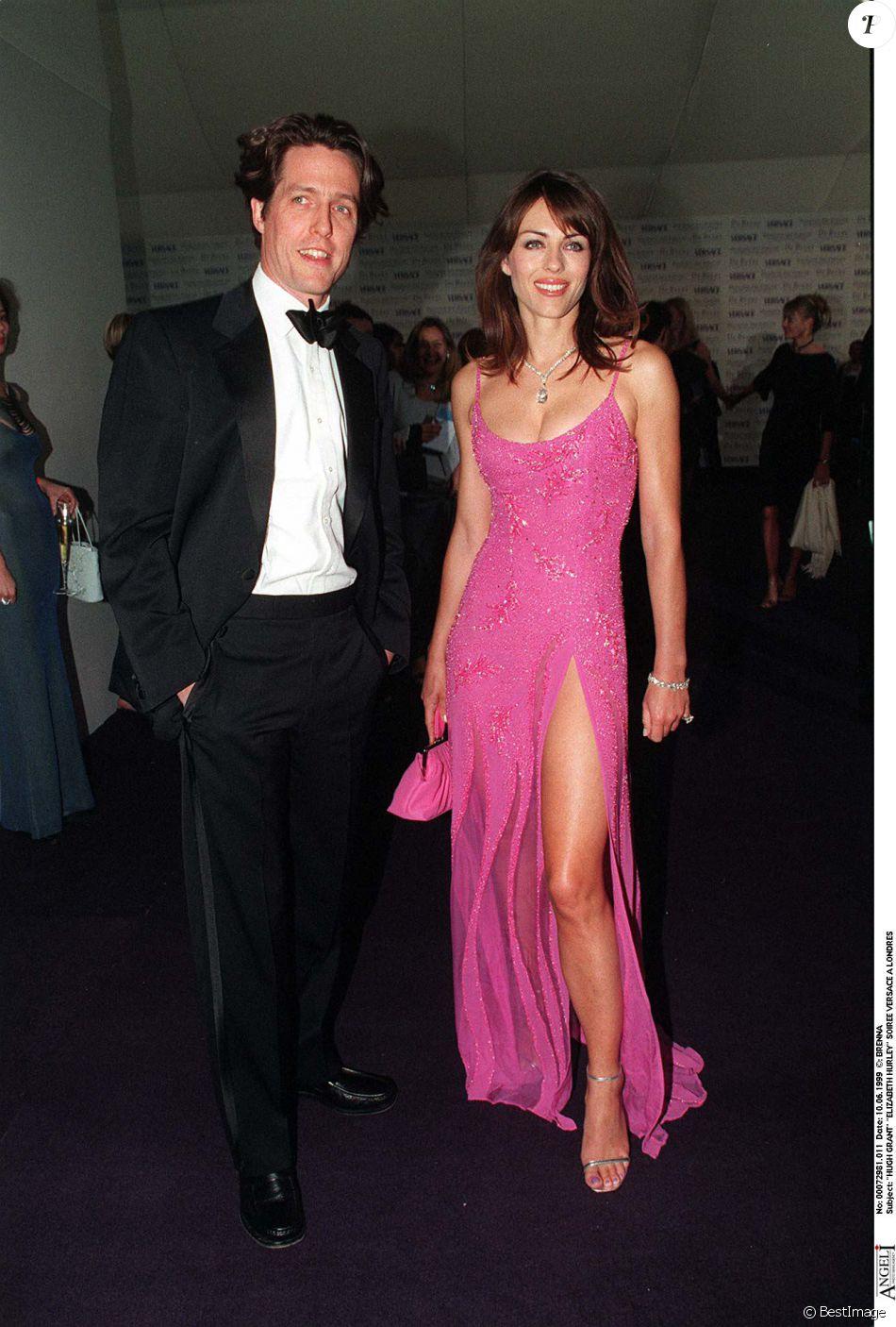 Liz Hurley et Hugh Grant - Soirée Versace à Londres en 1999 - Purepeople