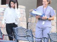 Selena Gomez en rehab : Amincie, entourée de médecin et la tête haute