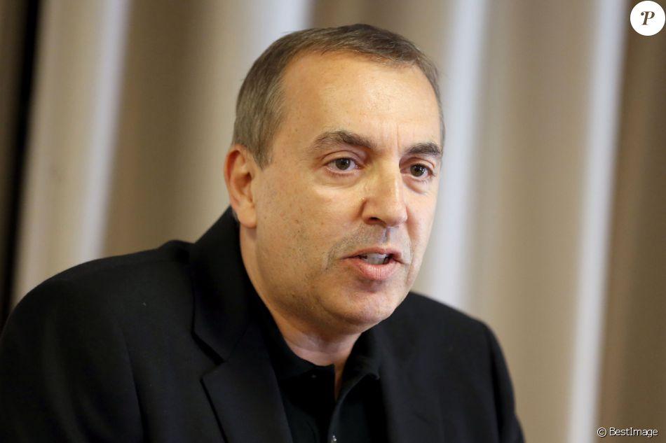 Jean-Marc Morandini fait une déclaration à la presse dans un salon de l'hôtel Radisson à Boulogne-Billancourt, le 19 juillet 2016