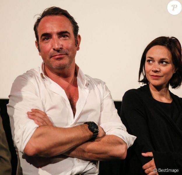 Jean Dujardin et sa compagne Nathalie Péchalat à l'inauguration du cinéma communal Jean Dujardin à Lesparre-Médoc le 27 juin 2015