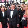 Denise Fabre, Christian Estrosi et sa compagne Laura Ténoudji ( Télématin ) lors de la montée des marches du film  Café Society  pour l'ouverture du 69ème Festival International du Film de Cannes, le 11 mai 2016.