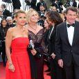 Laura Ténoudji ( Télématin ) et Christian Estrosi lors de la montée des marches du film  Café Society  pour l'ouverture du 69ème Festival International du Film de Cannes, le 11 mai 2016.