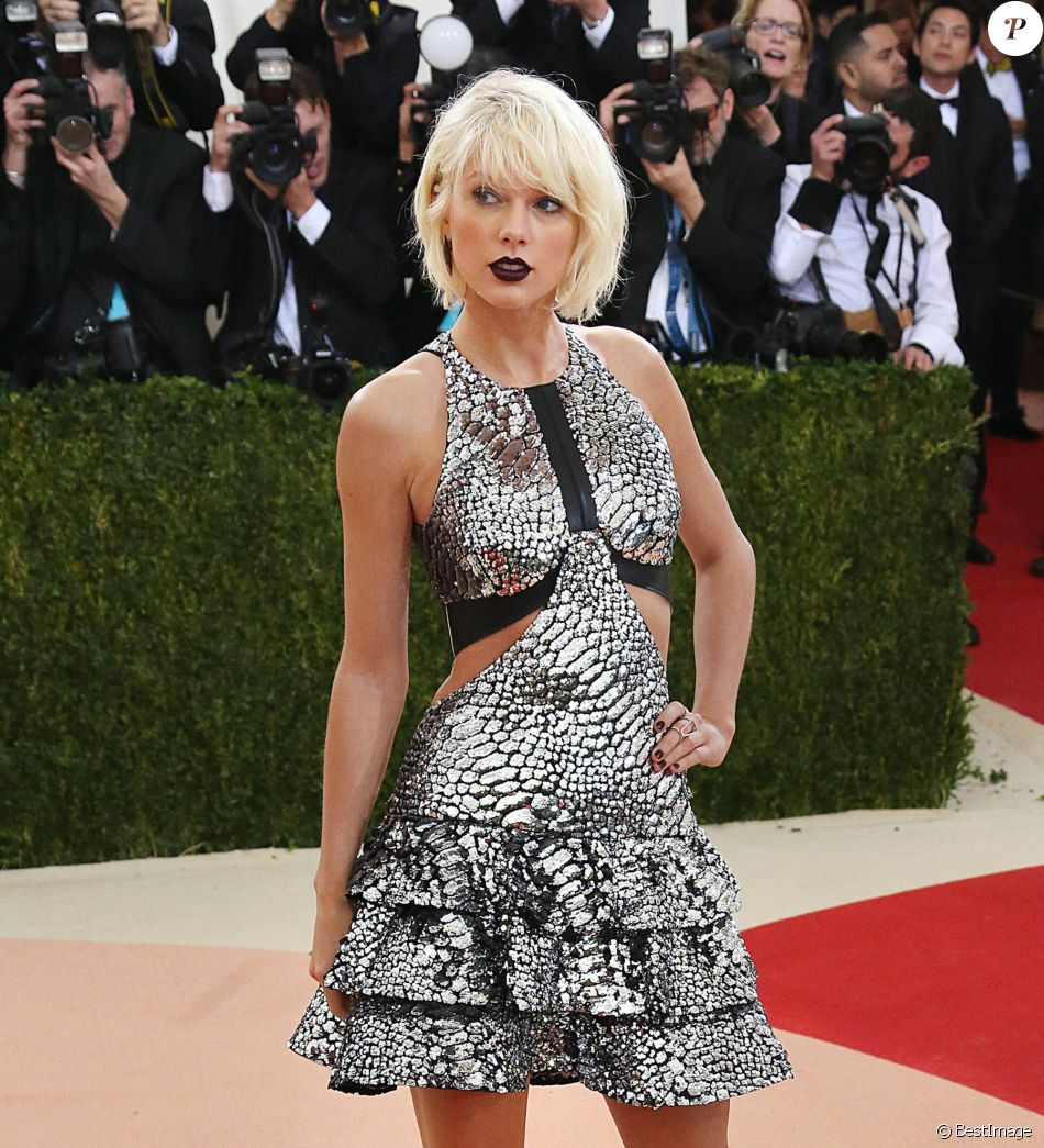 "Taylor Swift à la Soirée Costume Institute Benefit Gala 2016 (Met Ball) sur le thème de ""Manus x Machina"" au Metropolitan Museum of Art à New York, le 2 mai 2016."