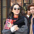 Marion Cotillard, enceinte, quitte son hôtel à New York emmitouflée dans une grosse veste en laine et fourrure, le 16 novembre 2016