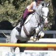 Kaley Cuoco lors d'un entraînement d'équitation en présence de son compagnon Karl Cook à Moorpark, le 12 août 2016. © CPA/Bestimage