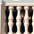 Raphaël, le fils de Charlotte Casiraghi et de Gad Elmaleh, assistait avec sa maman au dernier temps des célébrations de la Fête nationale monégasque le 19 novembre 2016, observant depuis les fenêtres du palais princier le défilé militaire avant la salut de la foule. © Bruno Bebert/Dominique Jacovides/Bestimage
