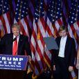 Donald Trump avec son fils Barron et Mike Pence lors de son discours au Hilton New York après son élection à la présidence des Etats-Unis. New York, le 9 novembre 2016.
