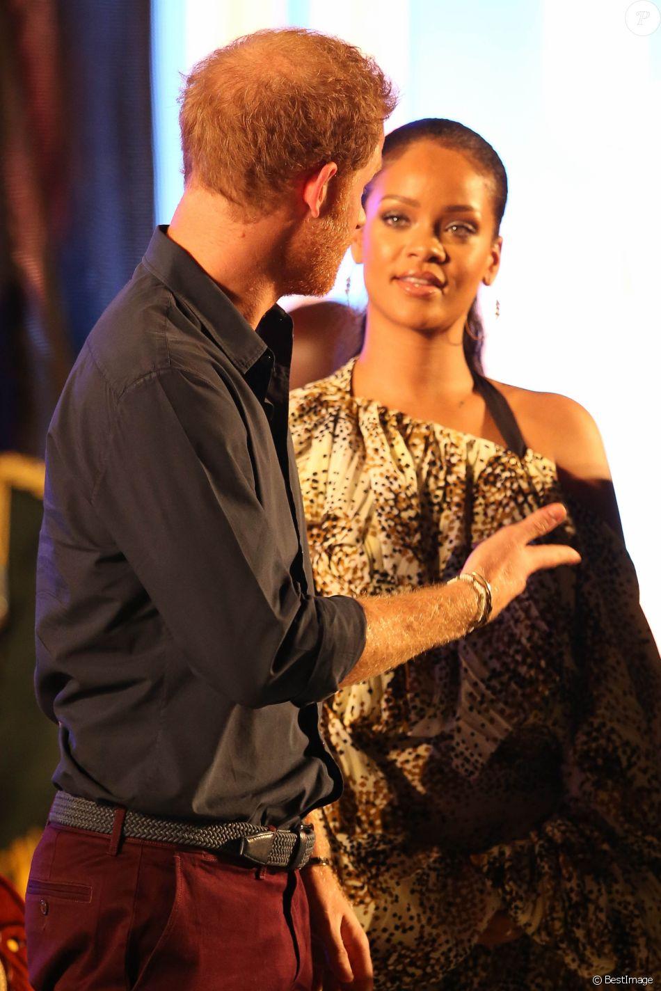 """Le prince Harry et Rihanna assistent au Mega Concert organisé pour le 50ème anniversaire de l'indépendance de la Barbade, en présence du premier ministre Freundel Stuart, au stade Kensington Oval. Le prince Harry a également décoré Jamilla Sealy du """"Queen's Young Leader Award 2017"""". Bridgetown, le 30 novembre 2016"""