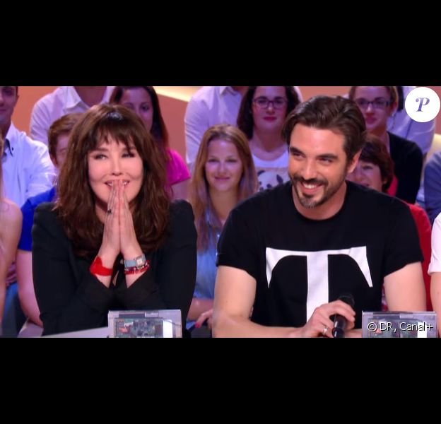 Isabelle Adjani et son fils Barnabé Nuytten qui fait partie du groupe The Aikiu, lors du Grand Journal de Canal+ diffusé le 20 juin 2013