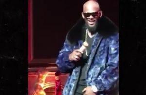 R. Kelly : Une fan entreprenante lui attrape les parties intimes en plein show !