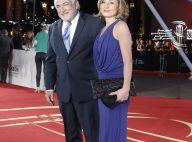 Dominique Strauss-Kahn en paix et radieux avec sa belle pour honorer Verhoeven