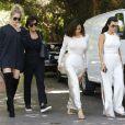 """Kim, Kourtney, Khloé Kardashian et leur mère Kris Jenner - La famile Kardashian lors du tournage de la télé-réalité """"L'Incroyable Famille Kardashian"""" à Woodland Hills le 5 aout 2016."""