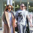 Jennifer Lopez et Casper Smart se promènent, main dans la main, dans les rues de New York, le 2 mars 2016