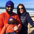 Bixente prend le grand air avec papa et maman, le 20 janvier 2016.