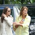 Exclusif - Pippa Middleton sort déjeuner avec sa mère Carole le jour de ses 33 ans à Londres le 6 septembre 2016. Pippa se mariera avec James Matthews le 20 mai 2017 à Englefield dans le Berkshire.