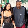 Kim Kardashian et Kanye West - La famille Kardashian se rend dans une boutique Armani pendant la fashion week à Paris le 29 septembre 2016. © Agence / Bestimage  The Kardashians arrive at Armani store in Paris during Paris fashion week on september 29th, 201629/09/2016 - Paris