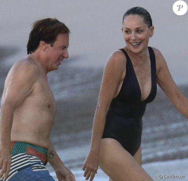 Exclusif - Sharon Stone et son nouveau compagnon Lonnie Cooper sur une plage de Saint-Barthélemy le 29 novembre 2016.