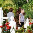 Exclusif - Sharon Stone visite le cimetière de St-Jean avec son nouveau compagnon Lonnie Cooper à Saint-Barthélemy le 1er décembre 2016.