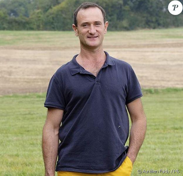 """Pierre- Emmanuel, céréalier et éleveur de vaches laitières et allaitantes en Centre-Val-de-Loire. Candidat de """"L'amour est dans le pré 2017""""."""
