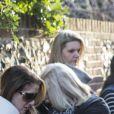 """""""De nombreux fans se recueillent devant le domicile de la star George Michael à Goring-on-Thames, Royaume Uni, le 26 décembre 2016."""""""