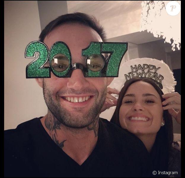 Demi Lovato au côté de son nouveau petit ami, le champion d'arts martiaux Guilherme Vasconcelos. Le couple a célébré le Nouvel An ensemble (photo publiée le 1er janvier 2017 sur Instagram).