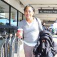 Exclusif - Doria Ragland, mère de Meghan Markle, arrive à l'aéroport LAX de Los Angeles, le 23 décembre 2016, pour prendre un vol à destination de Toronto, où vit sa fille.