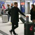 """Exclusif - Jordan (les Ch'tis) et Anissa (Moundir et les Apprentis Aventuriers) - Les candidats à l'émission """"Les Anges 9"""" partent de l'aéroport CDG à Roissy en France pour Miami le 2 janvier 2017."""