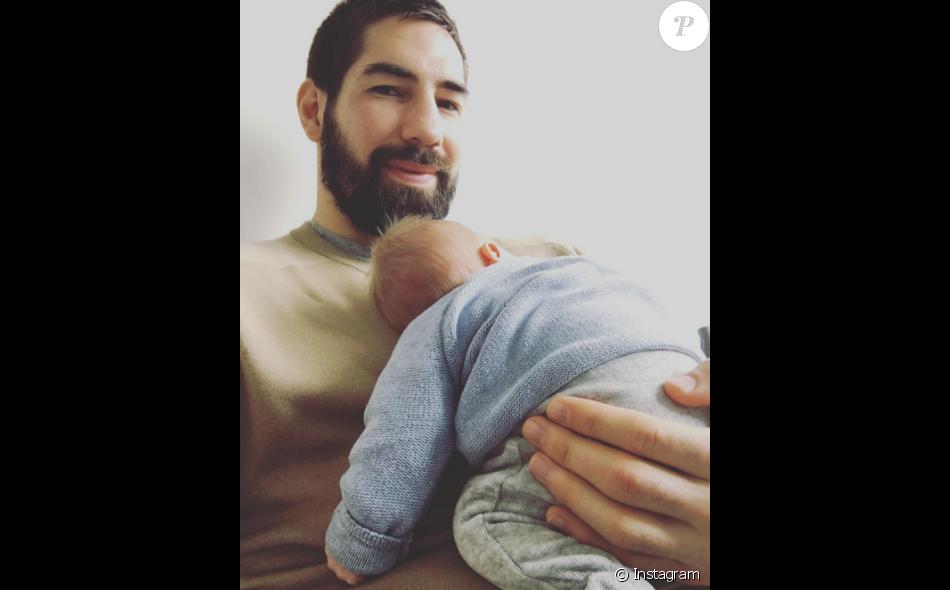 Nikola Karabatic pose avec son fils Alek sur Instagram.