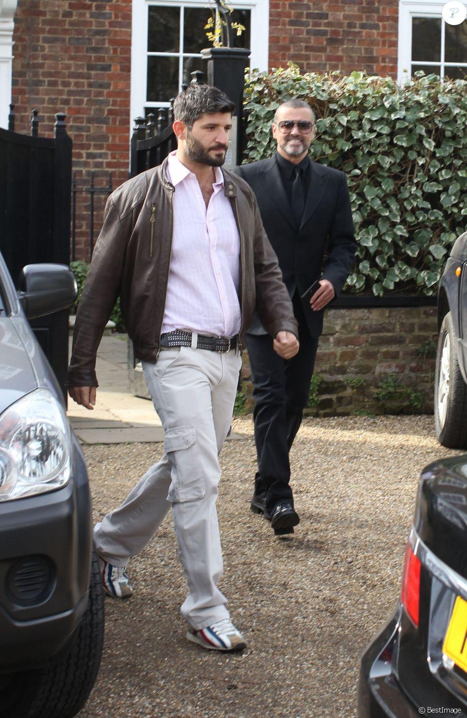 George Michael Quitte Son Domicile Avec Petit Ami Fadi Fawaz Londres Le 14