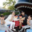 Céline Dion et ses enfants, Nelson, Eddy et René-Charles, à Disneyland en Californie. Novembre 2016
