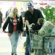 Gwen Stefani, son fils Apollo Rossdale et son compagnon Blake Shelton sont allés faire des courses au supermarché Whole Foods à Beverly Hills. Le 13 janvier 2017.