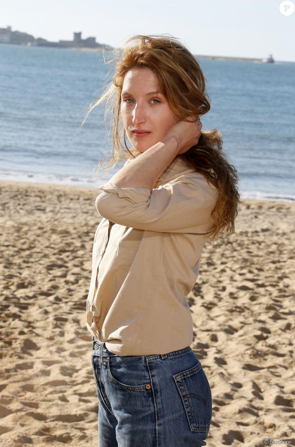 Julia Piaton (fille de Charlotte de Turckheim), participe à la 2ème édition du Festival International du Film de Saint-Jean-de-Luz, le 9 octobre 2015.