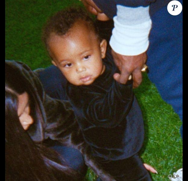Sur son application payante, Kim Kardashian a publié une photo de son fils Saint West qui fait ses premiers pas. Photo datée de janvier 2017