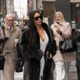 Kim Kardashian marche dans la rue à New York, le 17 janvier 2017.